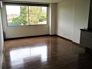 Una cocina con un suelo de madera y una ventana en Apartamento en venta en Los Lagartos de  1 habitacion