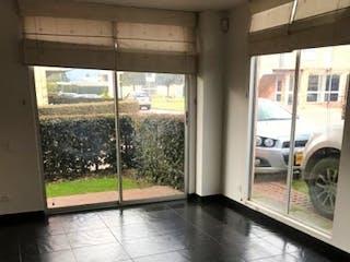 Una vista de una sala de estar con una ventana en Casa en venta en La Balsa, 220mt de dos niveles