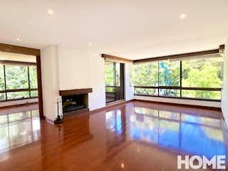 Una sala de estar llena de muebles y una chimenea en Apartamento en venta en La Cabrera de  2 habitaciones