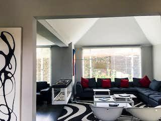 Una vista de una sala de estar con un gran ventanal en Casa en venta en Bojacá de  3 habitaciones