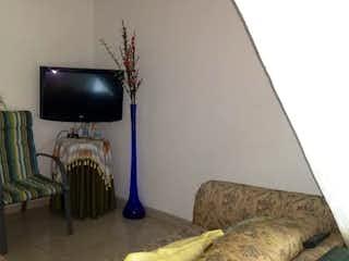 Una sala de estar llena de muebles y una televisión de pantalla plana en Casa en venta en Bello Horizonte, 104mt de tres niveles