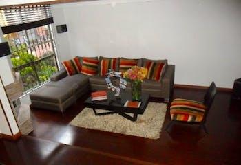 Casa En Bogota Colina Campestre cuenta con tres alcobas y con chimenea