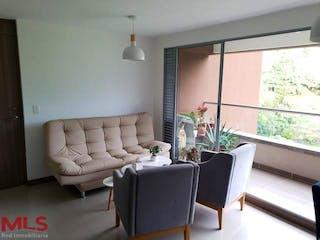 Una sala de estar llena de muebles y una televisión de pantalla plana en Castelli