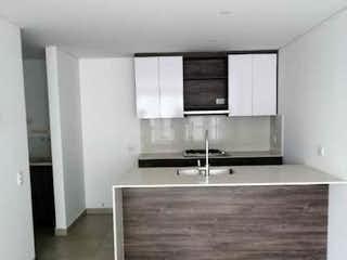 Un cuarto de baño con lavabo y un espejo en Apartamento en venta en Pan de Azúcar, 69mt con balcon
