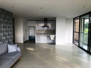 Una sala de estar llena de muebles y una ventana en Apartamento en venta en Alto de Las Palmas Indiana de  3 habitaciones