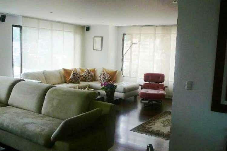 Portada Apartamento en Bogota Chico Alto - tres garajes, depósito