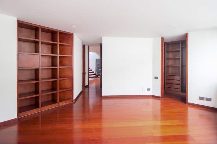 Portada Apartamento en venta en Barrio Cedritos de cinco habitaciones
