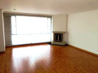 Una vista de una sala de estar con suelos de madera en Apartamento En Arriendo/venta En Bogota La Carolina