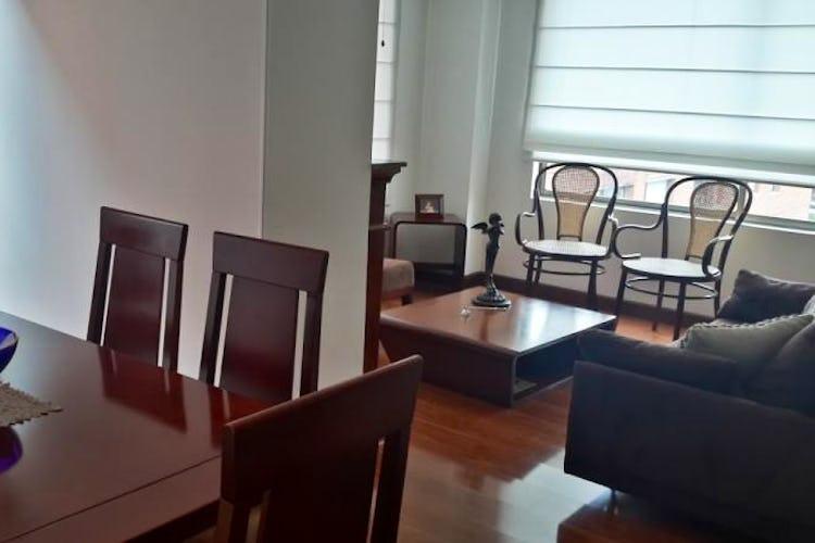 Portada Apartamento en Bogota Santa Barbara Occidental - sala comedor con chimenea