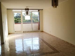 Un cuarto de baño con lavabo y un espejo en Apartamento en venta en Estadio de  3 habitaciones