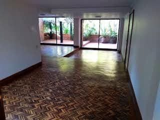 Una vista de una sala de estar desde una ventana en Apartamento en venta en Los Balsos de tres alcobas