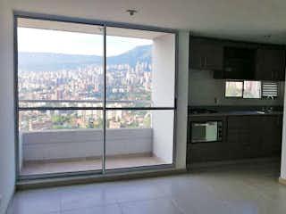 Una cocina que tiene una ventana en ella en Apartamento en venta en Las Antillas de tres alcobas
