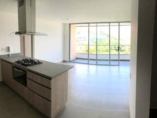 Una cocina con un fregadero, una estufa y una ventana en Apartamento en venta en Loma de Cumbres de dos habitaciones