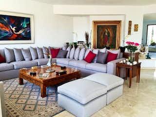 Una sala de estar llena de muebles y una mesa en Casa en venta en Santa Fe Cuajimalpa, de  3 recámaras