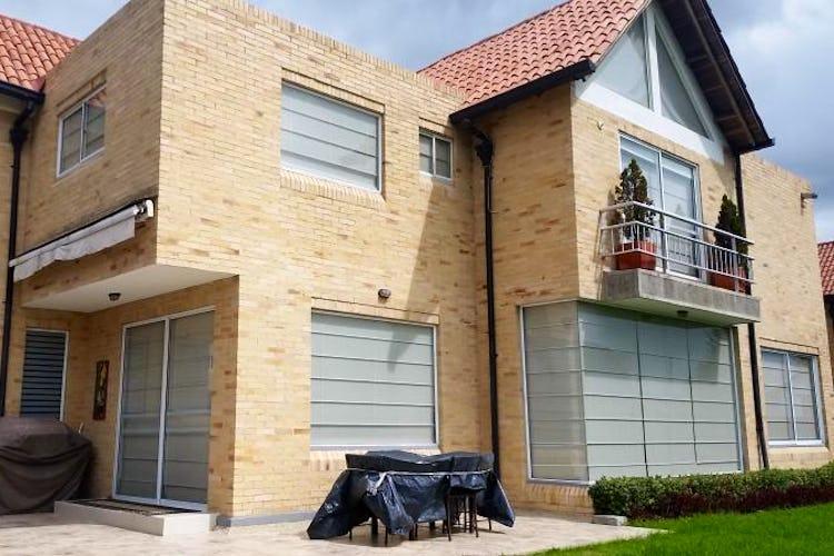 Foto 1 de Casa En Venta En Cajica, con cuatro garajes y depósito.