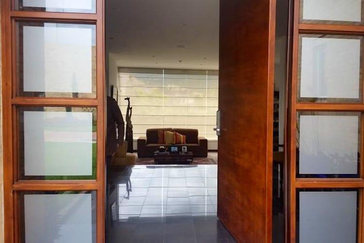 Foto 3 de Casa En Venta En Cajica, con cuatro garajes y depósito.