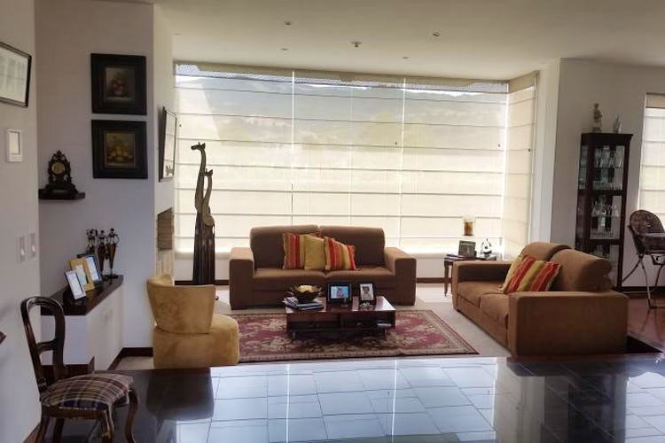 Foto 4 de Casa En Venta En Cajica, con cuatro garajes y depósito.
