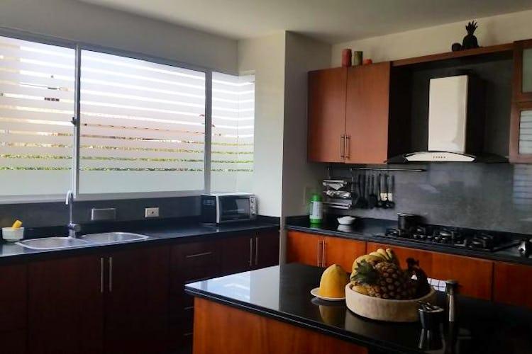 Foto 9 de Casa En Venta En Cajica, con cuatro garajes y depósito.