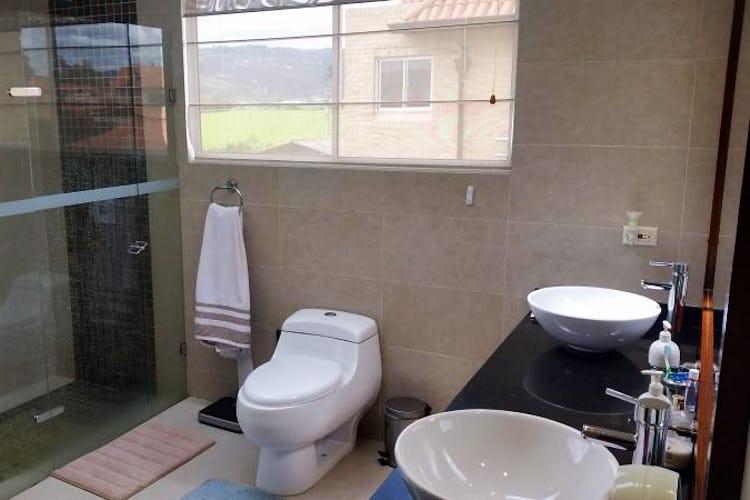 Foto 19 de Casa En Venta En Cajica, con cuatro garajes y depósito.