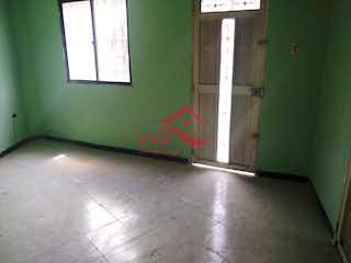 Un baño con una pared verde y una ventana en Apartamento en venta en La Candelaria, 65mt con balcon