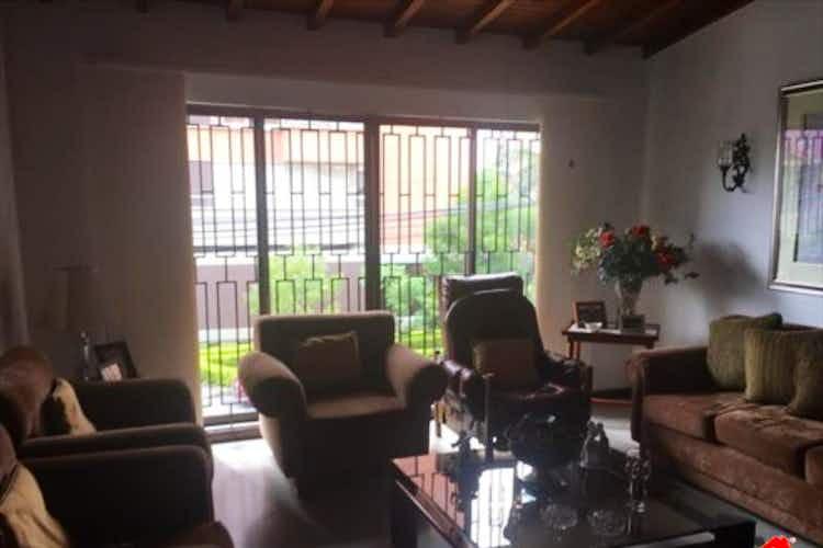Portada Casa en venta en Lorena, 182mt con balcon