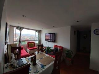 Una sala de estar llena de muebles y una televisión de pantalla plana en Apartamento en venta en Lago Timiza, 65mt