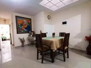 Una sala de estar llena de muebles y una televisión de pantalla plana en Casa en venta en Florida Nueva, 130mt