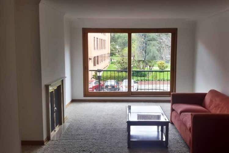 Portada Apartamento en Bogota Santa Barbara Central - en segundo piso, sala con chimenea