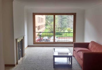 Apartamento en Bogota Santa Barbara Central - en segundo piso, sala con chimenea