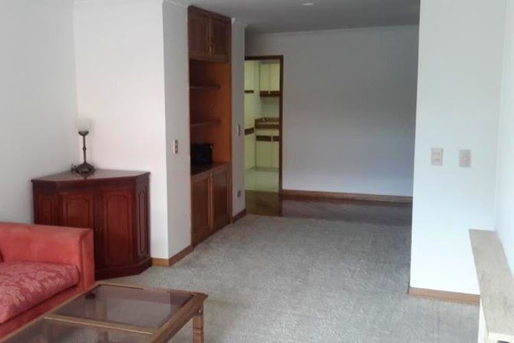 Foto 3 de Apartamento en Bogota Santa Barbara Central - en segundo piso, sala con chimenea