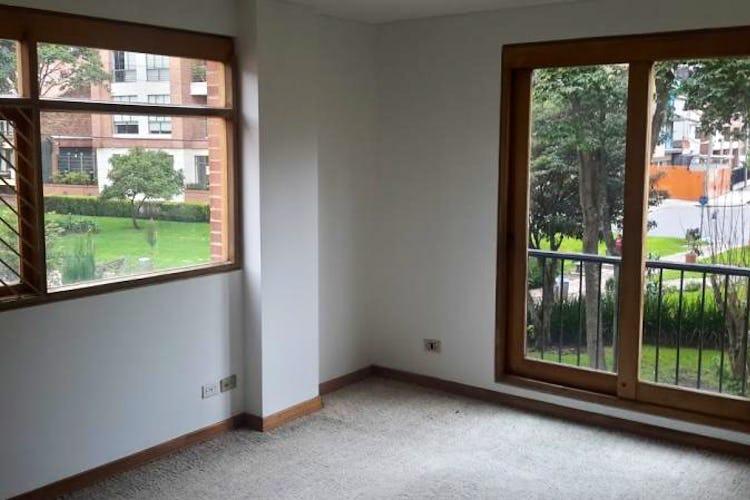 Foto 6 de Apartamento en Bogota Santa Barbara Central - en segundo piso, sala con chimenea