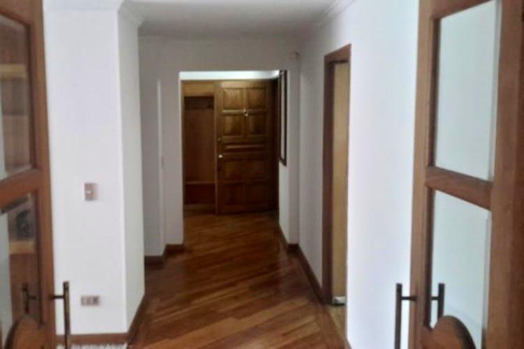 Foto 12 de Apartamento en Bogota Santa Barbara Central - en segundo piso, sala con chimenea