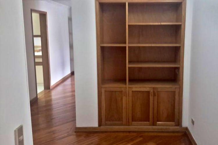 Foto 17 de Apartamento en Bogota Santa Barbara Central - en segundo piso, sala con chimenea