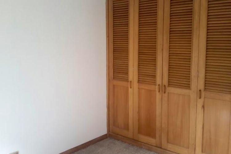 Foto 18 de Apartamento en Bogota Santa Barbara Central - en segundo piso, sala con chimenea