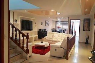 Casa en venta en Normandía de 335mts, tres niveles