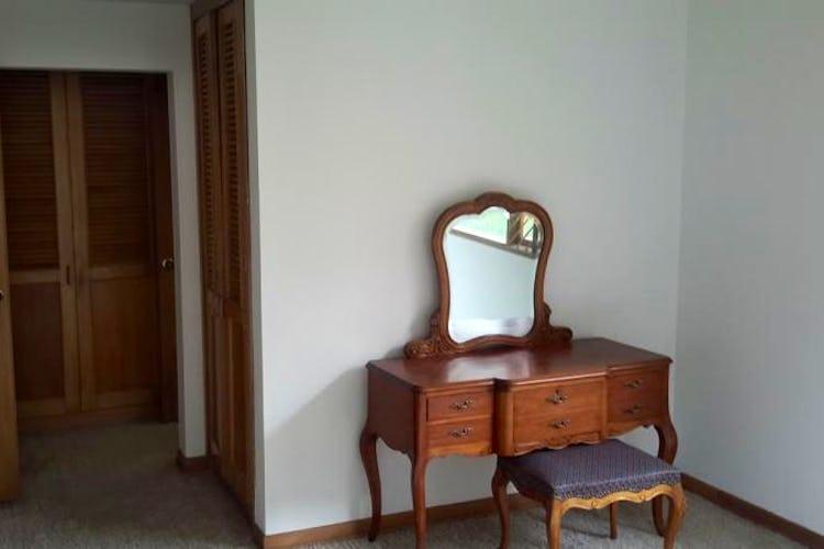 Foto 19 de Apartamento en Bogota Santa Barbara Central - en segundo piso, sala con chimenea
