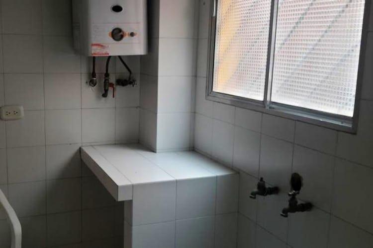 Foto 2 de Apartamento en Bogota Santa Barbara Central - en segundo piso, sala con chimenea