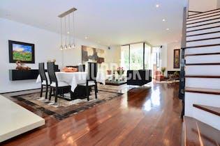 Casa en venta en Bosque de Pinos, 226mt de cuatro niveles