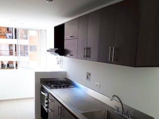 Una cocina con un fregadero y un horno de cocina en Apartamento en venta en Niquía de  2 habitaciones