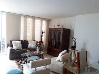 Una sala de estar llena de muebles y una televisión de pantalla plana en Apartamento en venta en La Villa de 3 habitaciones