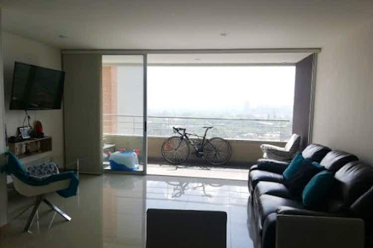 Portada Apartamento en venta en Carlos E. Restrepo de tres habitaciones