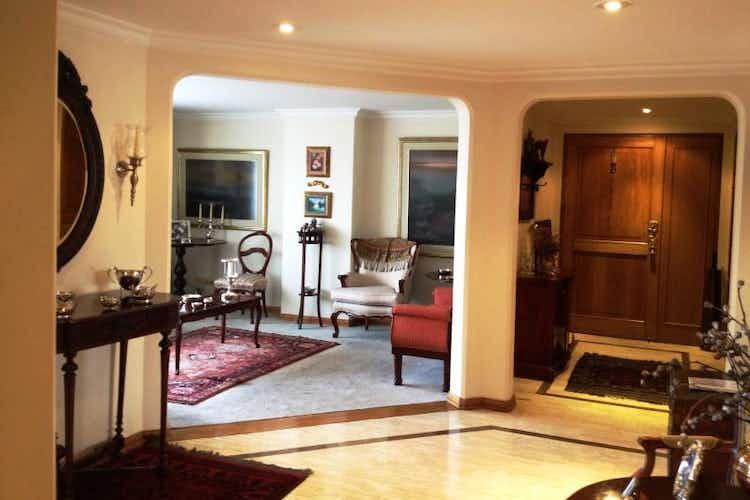 Portada Apartamento En Venta En Bogota-La Carolina, tres alcobas con baño.