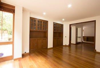 Venta de Casa en Santa Ana Occidental con 3 niveles con 5 alcobas.