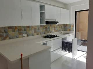 Una cocina con una estufa de fregadero y microondas en Casa en venta en San Antonio de  4 habitaciones