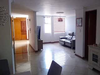 Un cuarto de baño con lavabo y un espejo en Apartamento en venta en Barrio Laureles de  3 habitaciones