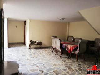 Una sala de estar llena de muebles y una chimenea en Casa en venta en Cuarta Brigada de 4 habitaciones