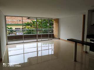 Un cuarto de baño con ducha y una ventana en Apartamento en venta en Velódromo de dos habitaciones