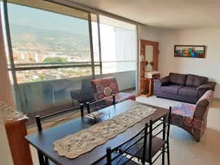 Una sala de estar llena de muebles y una ventana en Apartamento en venta en La Paz, 87mt con balcon