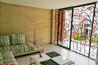 Casa en venta en Loma Cola Del Zorro de 350m²