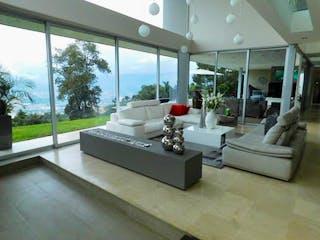 Una sala de estar llena de muebles y una gran ventana en Casa en venta en Las Palmas de  4 habitaciones